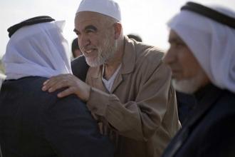 İsrail, Filistinli şeyhi gözaltına aldı