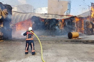 Halkalı'da karton fabrikasında yangın