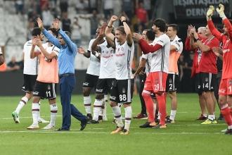 Beşiktaş'tan Adriano ve Negredo'nun durumu hakkında bilgi