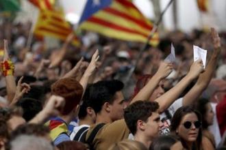 Katalonya'da binlerce kişi 'bağımsızlık nöbeti' tutuyor