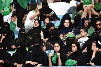 Suudi Arabistan'da kadınlar ilk kez stadyuma alındı