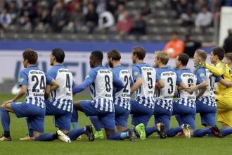 Hertha Berlin oyuncuları da Trump protestosuna katıldı
