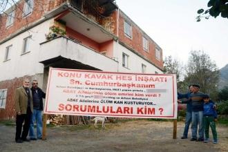 Duvarları çatlayan, tavanı çöken ev için HES protestosu