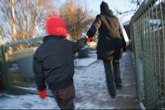 İsveç'te torunu yerine başka çocuğu alan dede gündem yarattı