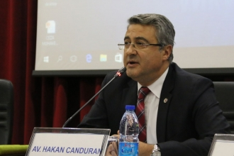 Hakim, Ankara Barosu Başkanı Hakan Canduran'ın üzerine yürüdü