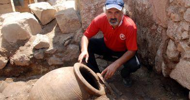 Yalvaç'ta 1300 yıllık tahıl bulundu