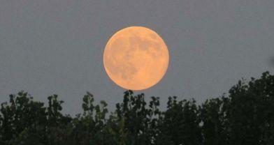 Bu gece 'Süper Ay'da kanlı tutulma var