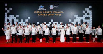 APEC liderleri aile fotoğrafında 'ananas' giydi