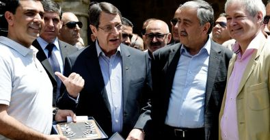 Kıbrıslı liderler, sınırın iki yakasına barış ziyareti yaptı