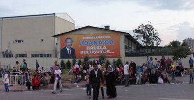 Erdoğan'ın mitingine taşınan Suriyeliler ortada kaldı