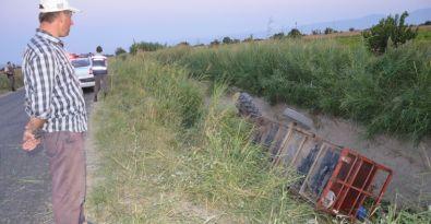 Manisa'da tarım işçisi taşıyan 2 traktör birden devrildi, 19 işçi yaralandı