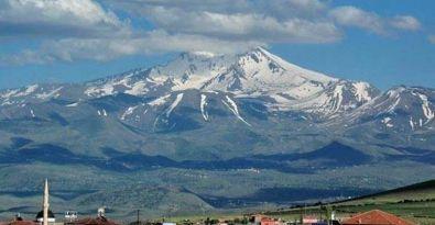 Erciyes'e kar yağdı