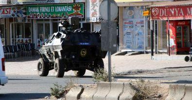 Silopi'de polis rastgele etrafı tarıyor!