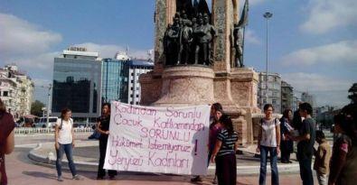 Hükümeti protesto eden kadınlar gözaltına alındı