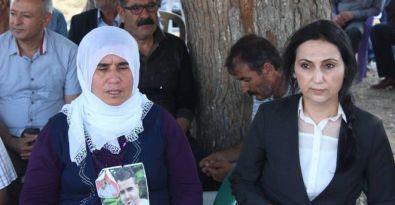 Yüksekdağ yaşamını yitirenlerin ailelerini ziyaret etti
