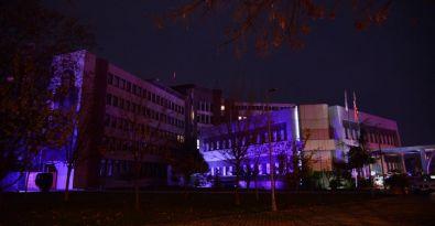 Kadıköy Belediyesi 'mor'a boyandı