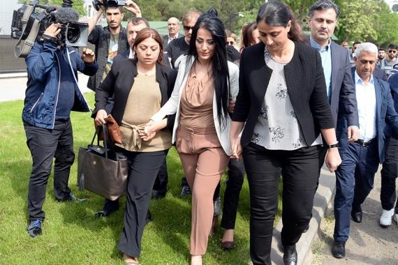 """""""Çocuklar ölmesin"""" dediği için ceza alan Ayşe Öğretmen beraat etti"""