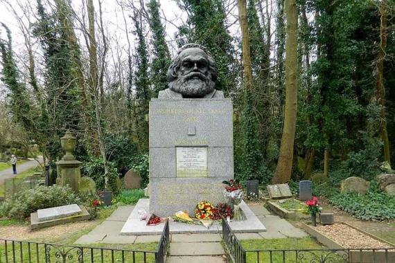 Karl Marx'ın Londra'daki mezarına bir kez daha saldırıldı
