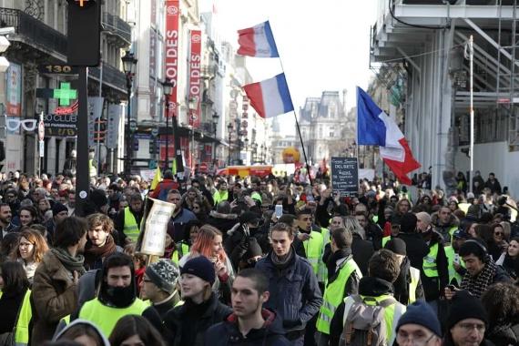 Macron oyalıyor, Fransız emekçi ve öğrenciler yeniden sokağa çıkıyor
