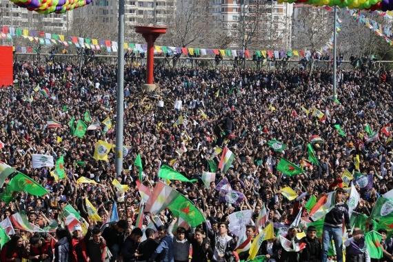 Halk Newroz'da kayyıma, baskılara ve tecride karşı alanlara çıktı