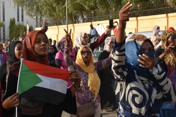 Sudan'da askeri cuntayla sivil güçler geçiş dönemi için siyasi belgeyi imzaladı