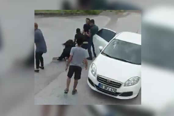 Yolcu otobüsündeki kadını zorla indirerek kaçıranlar yakalandı
