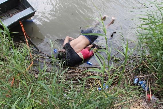 El Salvadorlu göçmen baba ve kızın fotoğrafı