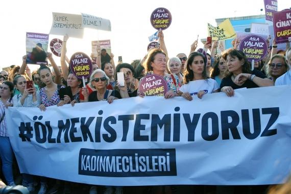 Kadınlardan sosyal medyada #İstanbulSözleşmesiYaşatır kampanyası