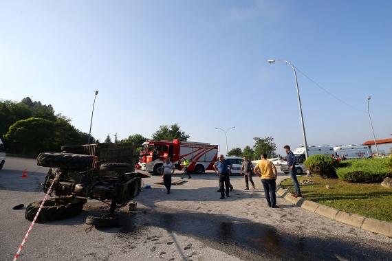 Düzce'de fındık işçilerini taşıyan traktör devrildi: 14 yaralı