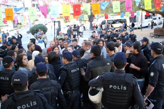 Ankara'da polis HDP'li kadınlara saldırdı: 10 kadın gözaltına alındı