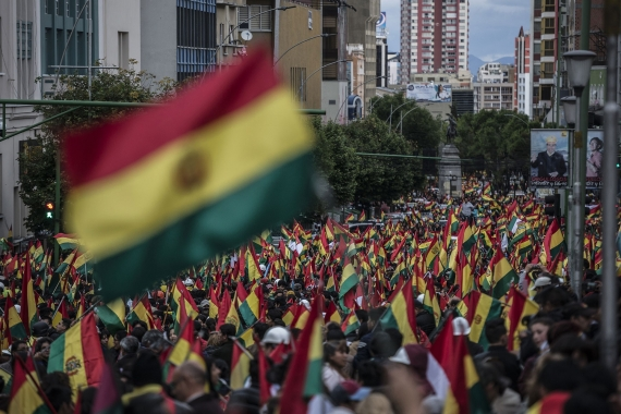 Bolivya\'da halk, darbenin ardından sokağa indi