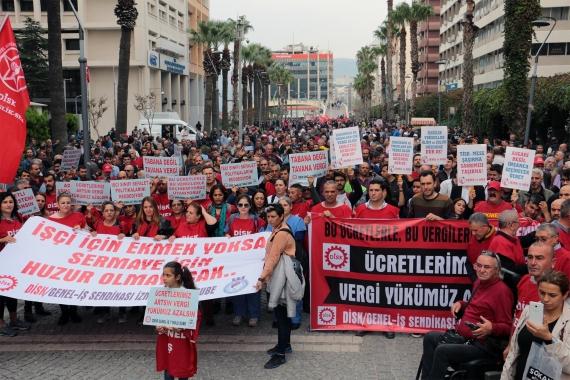 DİSK üyesi işçiler vergi eyleminde taleplerini dövizlere yansıttı