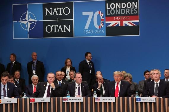 NATO zirvesinde bir araya gelen liderler