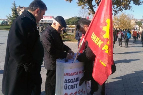 Emek Partisi'nin insanca yaşanacak asgari ücret için Gebze'de başlattığı imza kampanyası standı