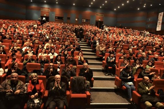 İstanbul'da düzenlenen Evrensel'in 25. yılı dayanışma etkinliğine katılanlar.