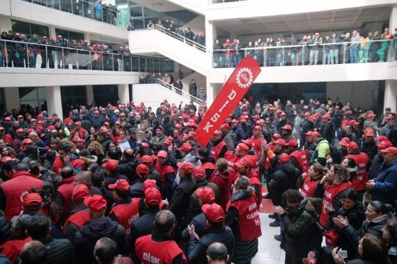 Çankaya Belediyesi işçileri haklarının gasbedilmesini protesto ediyor