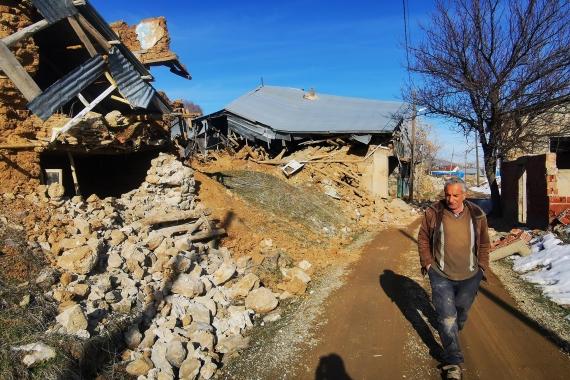 Elazığ Sivrice'de yaşanan 6.8 büyüklüğündeki depremde hasar alan Kürk köyündeki yıkılmış evlerden bazıları