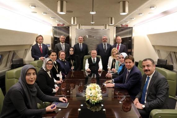 Cumhurbaşkanı Erdoğan Senegal ziyareti sonrası uçakta gazetecilerle