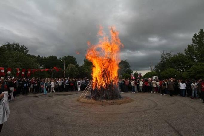 Hıdırellez'de ateşler yakıldı, dilekler tutuldu