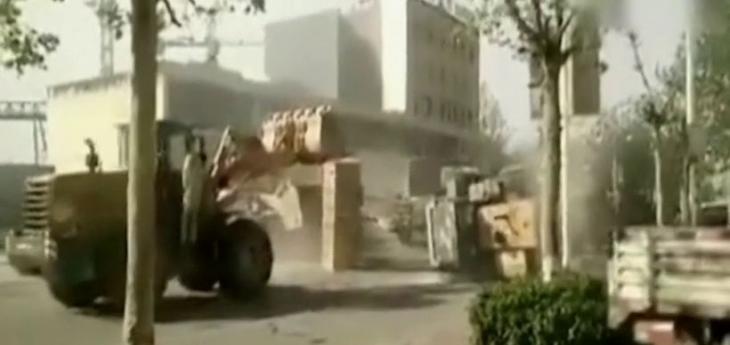 Çin'de 'Transformers': İş makineleri birbirine girdi