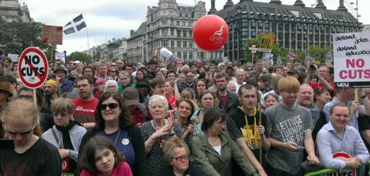 İngiltere'de kemer sıkma politikalarına büyük öfke