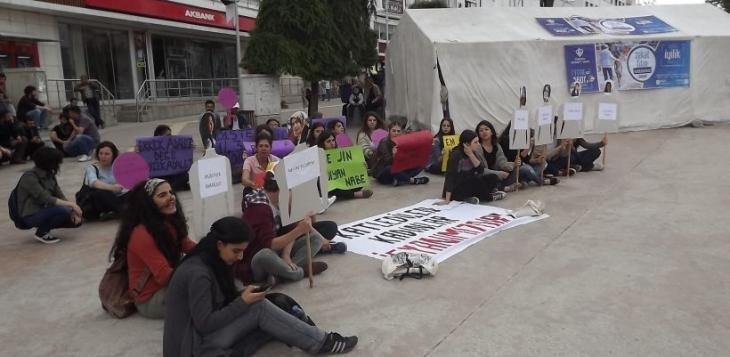 Bolu'da Cansu Kaya için oturma eylemi