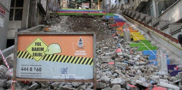 Gezi'nin simgesi boyalı merdivenleri yıktılar