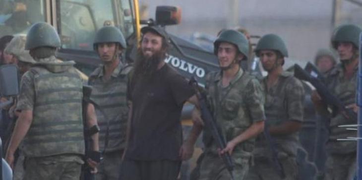 Akçakale'de iki IŞİD üyesi tutuklandı