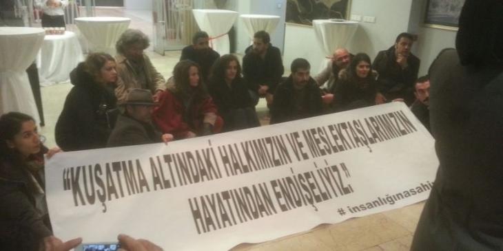 Avukatlar Bakan Bozdağ'ı protesto etti
