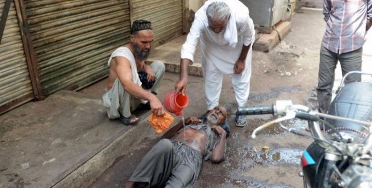 Pakistan'da sıcağın bilançosu büyüyor: En az 850 ölü