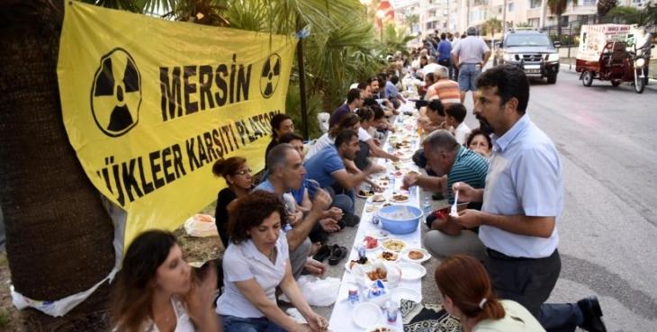 Nükleercilerin Hilton'daki iftarına karşı 'yeryüzü sofrası'
