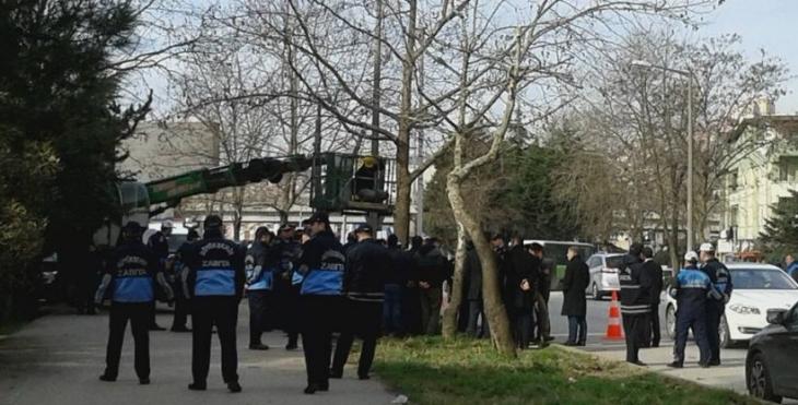 Mahallelinin ağaç nöbetine polis saldırısı