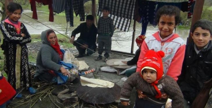 Tarım işçileri çadırlarda iş bekliyor
