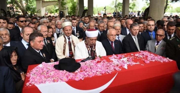 Demirel'in cenazesi İslamköy'de toprağa verildi